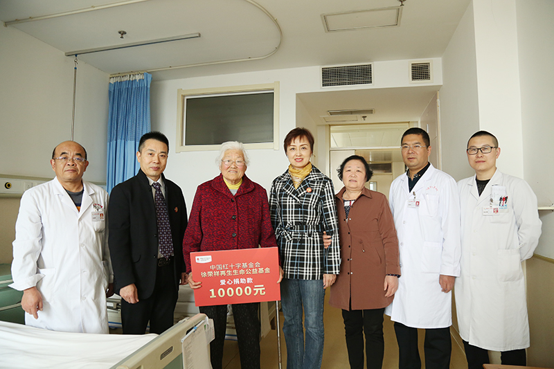 慈善助老,齐鲁献爱——徐荣祥再生生命公益基金资助山东糖足85岁老人